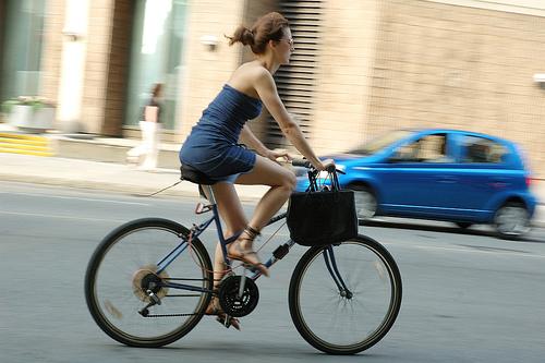 mujer-montando-bici